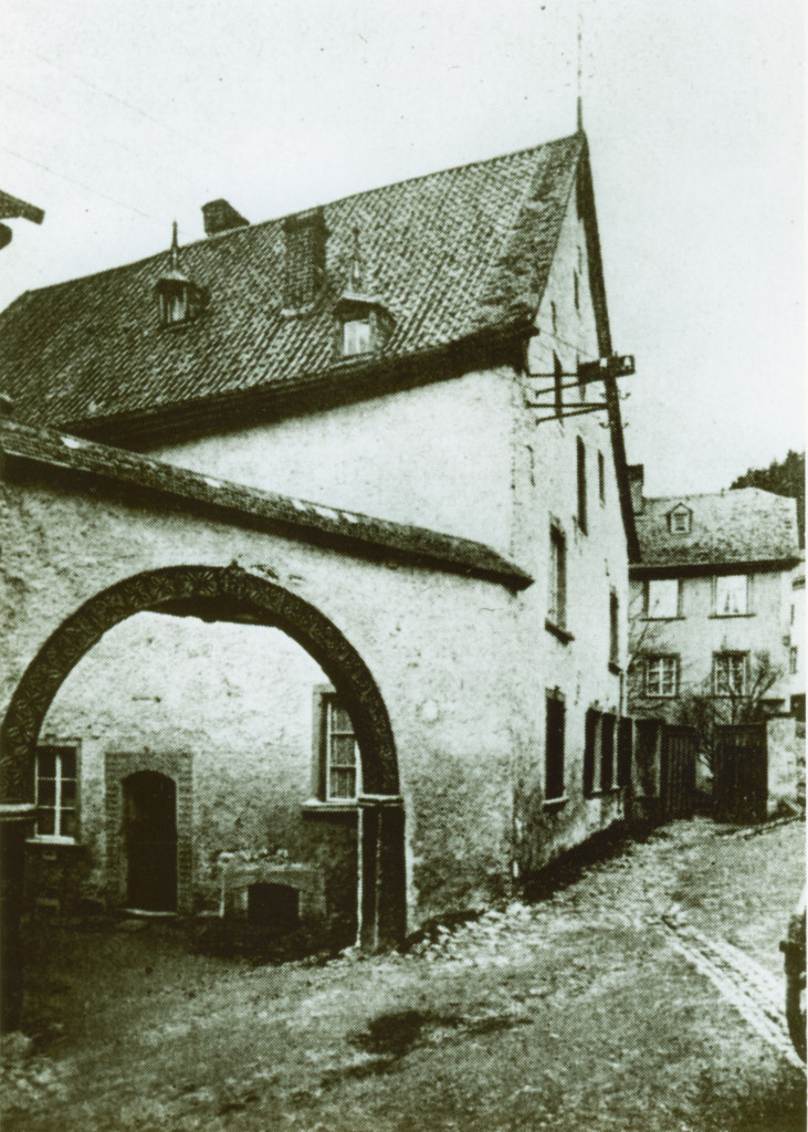 04 Trutzburg